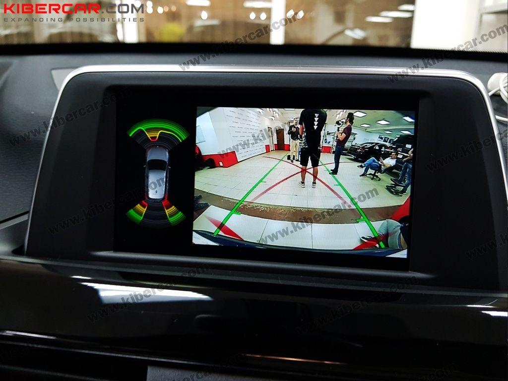Изображение с камеры заднего вида на штатном мониторе